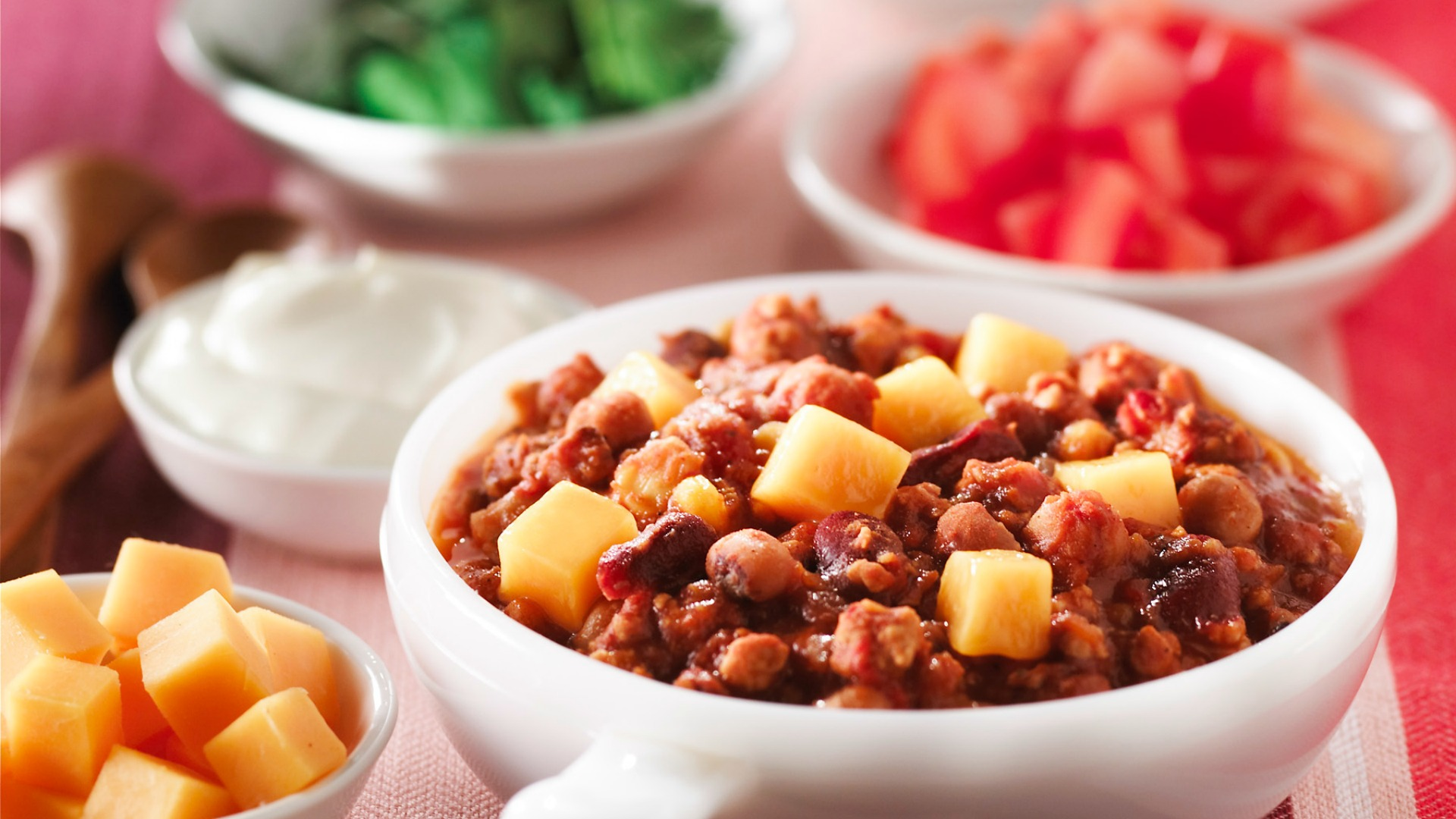 Turkey, bean and cheddar chili served with toppings