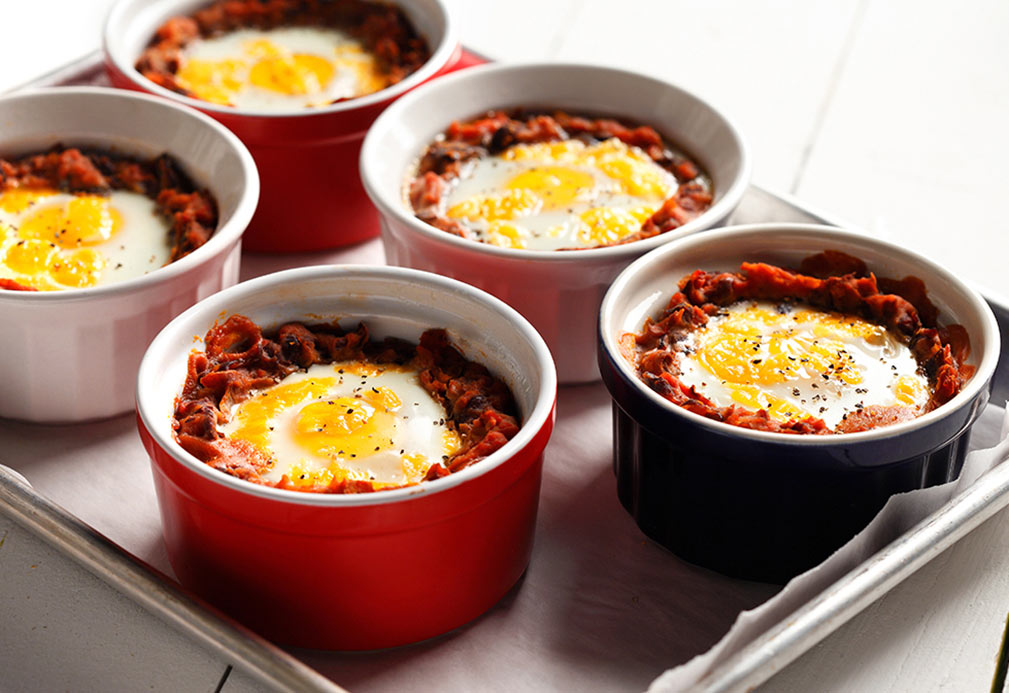 Baked eggs in ramekin dishes
