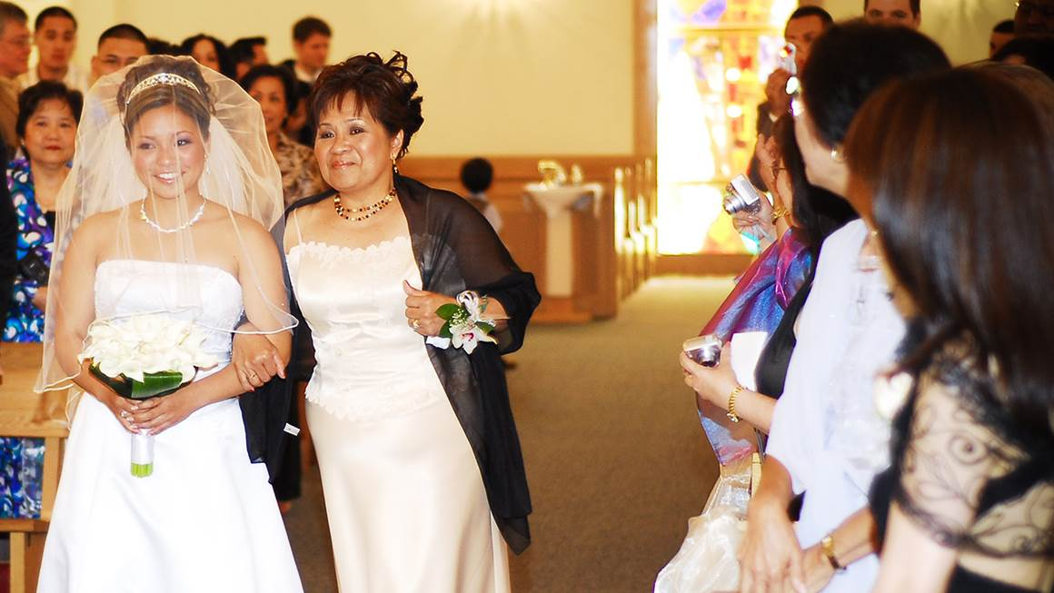 Heart disease took her mom's life, but Kim will always cherish the moment Tina walked her down the aisle.