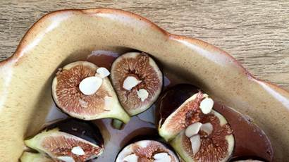 Roasted figs with honey in a baking dish
