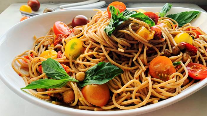 Spaghetti with cherry tomatoes in a white dish